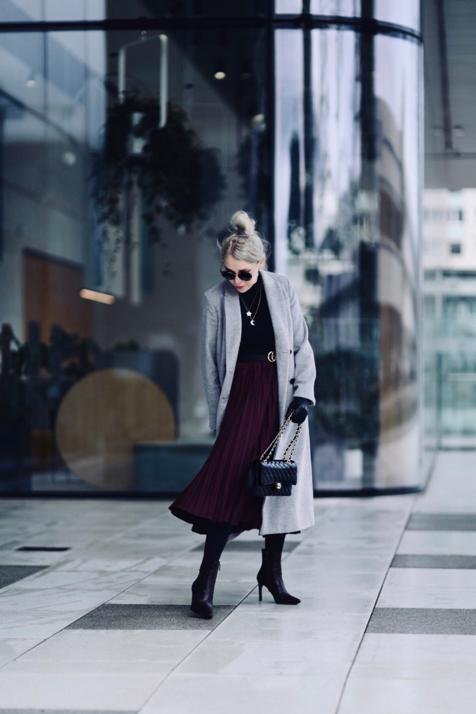 plisowana-spódnica-plisowanka-jakie-buty-jak-nosić-do-czego-nosić-stylizacje-stylizacja