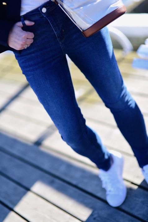 superstary-do-jeansów-stylizacja
