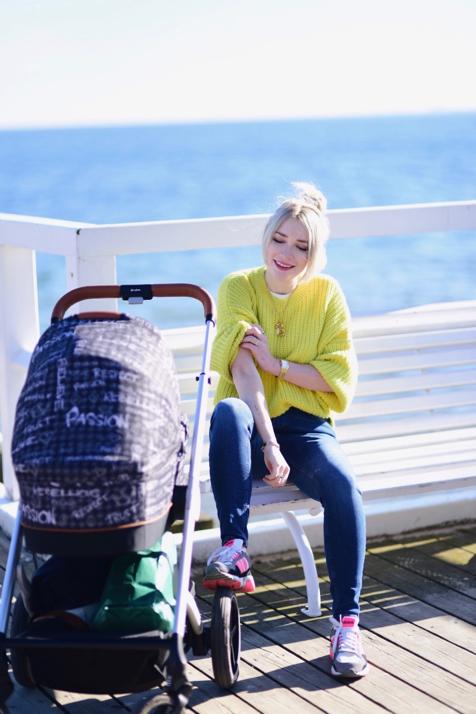 neonowy-żółty-sweter-stylizacja-jak-nosić-do-czego-nosić