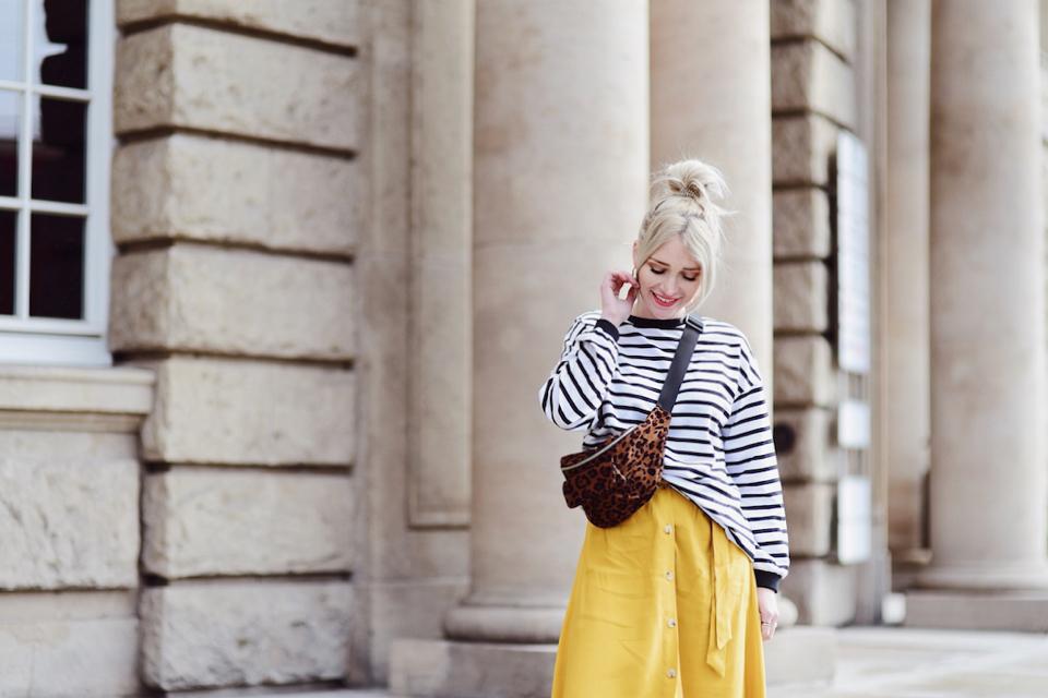 bluza-w-paski-nerka-w-zwieżęcy-wzór-stylizacja-stylizacje-blog-o-modzie