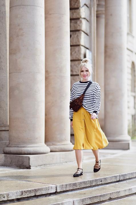kolor-musztardowy-jak-nosić-do-czego-nosić-spódnica-w-kolorze-musztardowym-medicine-stylizacja-na-co-dzień