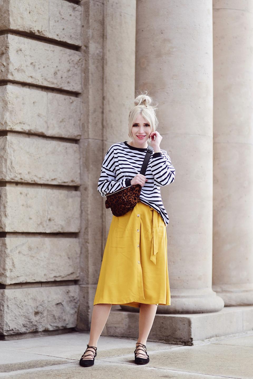 bluza-w-paski-nerka-w-zwieżęcy-wzór-pomarańczowa-spódnica-musztardowa-spódnica-stylizacja-stylizacje-blog-o-modzie