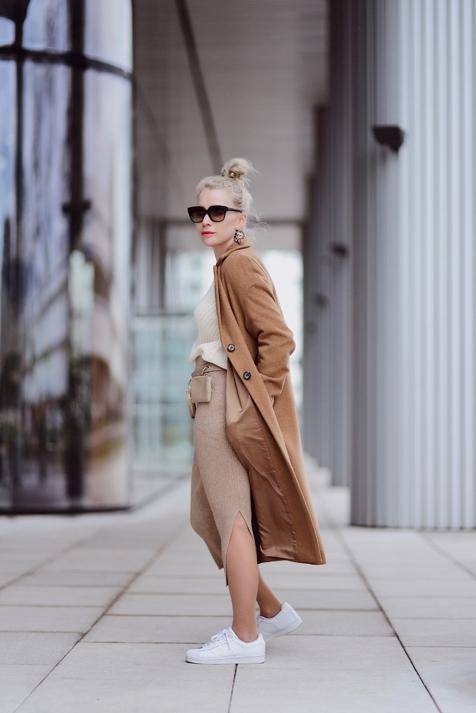 spódnica-z-prążkowanej-dzianiny-ołówkowa-swetrowa-spódnica-stylizacje-jak-nosić-do-czego-nosić-stylizacja