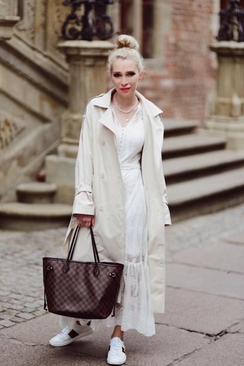 buty-gucci-ace-białe-z-pszczołą-stylizacja-moda-uliczna-street-style-street-fashion