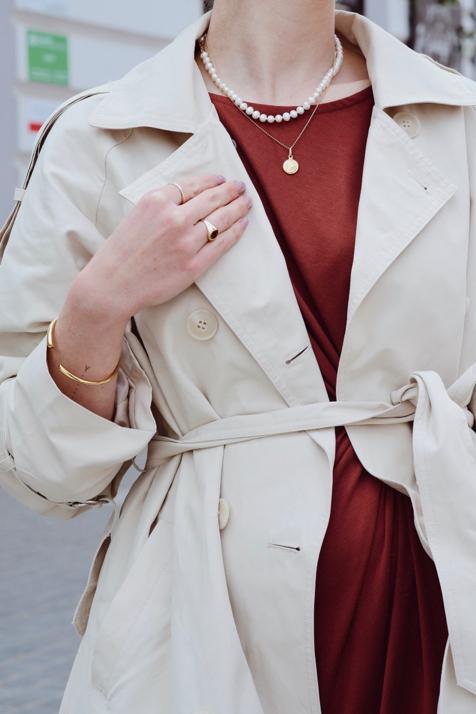 płaszcz-trencz-stylizacja-brązowa-sukienka-trencz-do-sukienki-jak-nosić-stylizacje-do-czego-nosić-blog-o-modzie-gdańsk