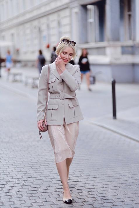 marynarka-do-sukienki-jak-nosić-czy-pasuje-stylizacja-gdańsk-blog-o-modzie