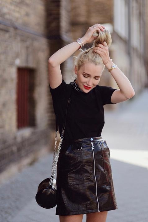 krótka-skórzana-spódnica-rockowa-stylizacja-szara-dwurzędowa-marynarka-damska-jak-nosić-stylizacje-stylizacja
