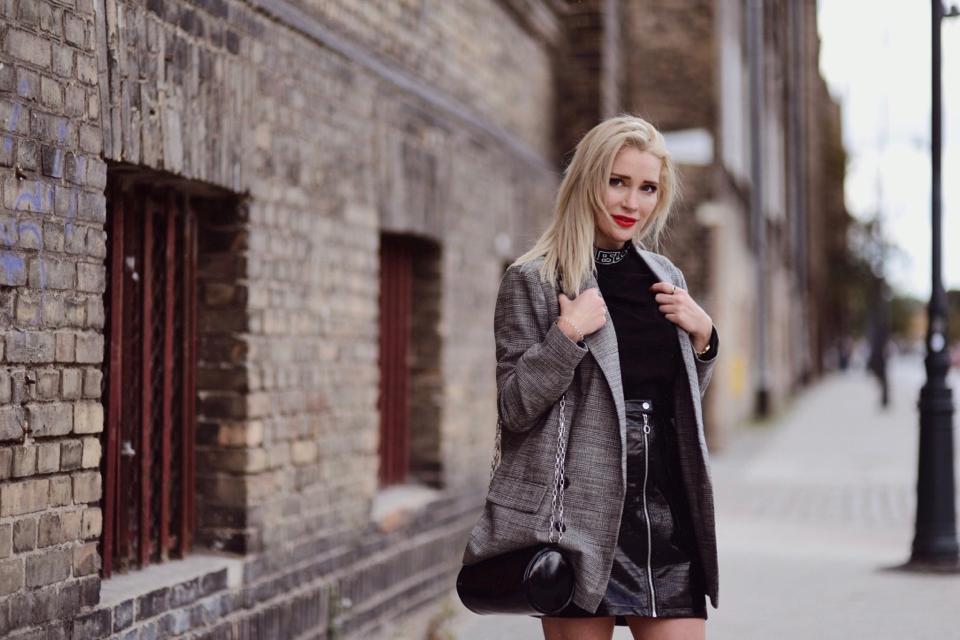 krótka-skórzana-spódnica-jak-nosić-stylizacje-stylizacja