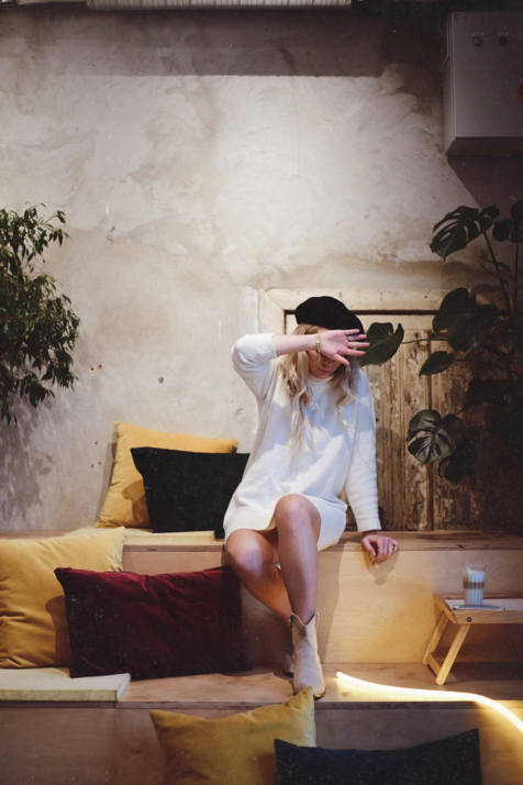 restauracja-łąka-bar-na-łąkowej-swetrowa-sukienka-w-jesiennej-odsłonie-stylizacja