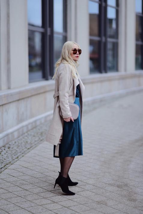 satynowa-spódnica-stylizacja-do-czego-nosić-jak-nosić-stylizacje-street-style