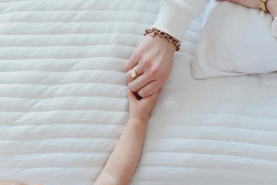 biżuteria-apart-elixa-neonowa-spódnica-biała-bluza-stylizacja