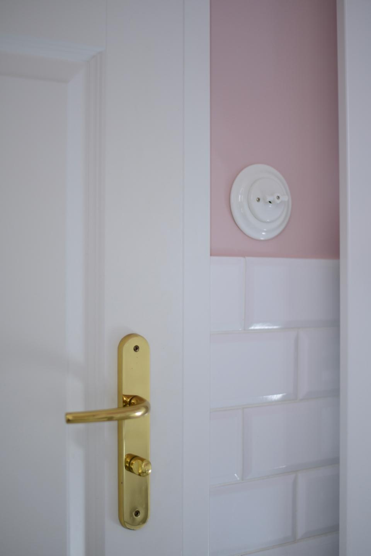 różowa-łazienka-inspiracje-w-stylu-art-deco-czarujący-kwarc-magnat